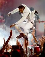 Miguel Is Getting Sued For That Billboard Music Awards Leg Drop
