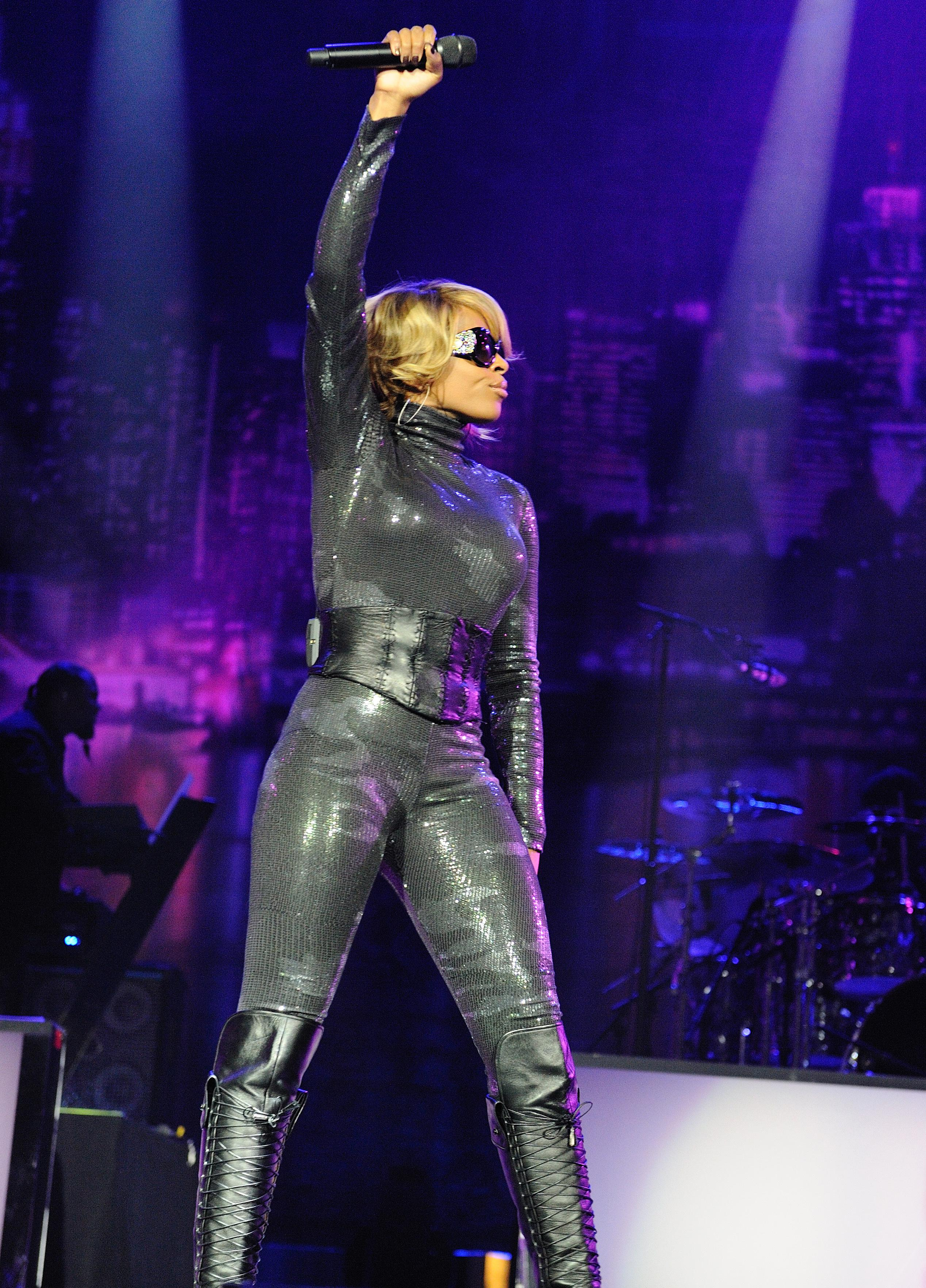 Mary J Blige And Lemar Perform At The O2 Arena In London